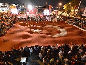 DEMOKRASİ VE ÖZGÜRLÜK ÇIĞLIKLARI BARBAROS MEYDANI'NDA ATILDI!